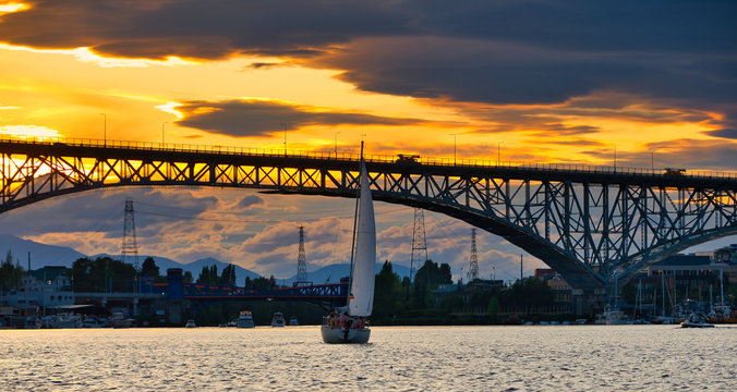 2019-08-11 SAIL BOAT IN SOUTH LAKE UNION AT SUNSET