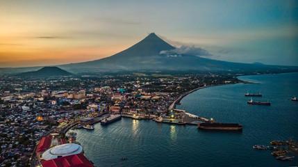 Mayon Volcano Sea Scape in Port of Legazpi City Albay Philippines Fototapete