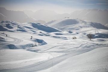 paysage des alpes en hiver: alpes d'huez station de sports d'hiver