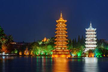 Foto op Plexiglas Guilin Night view of the Sun and Moon Twin Pagodas, Guilin