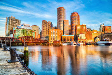 Boston Skyline with Financial District and Boston Harbor at Sunrise Fototapete