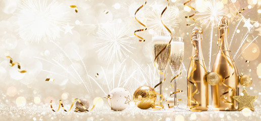 New Years Eve Celebration Background with Champagne and Confetti. Golden Holiday Party Fotomurales