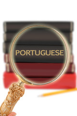 Looking in on education -  Portuguese
