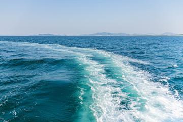 博多湾 フェリーの波