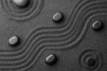 Photo sur Aluminium Spa Black sand with stones and beautiful pattern, flat lay. Zen concept