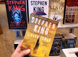 a hand holding Stephen King book The Dark Tower