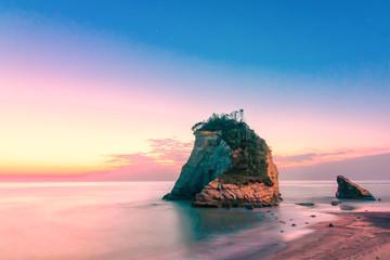 千葉雀島夫婦岩の美しい日の出