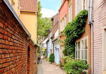 Photo sur Plexiglas Ruelle etroite Bremen, Germany. Houses in the historic district of Bremen Schnoor