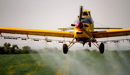 spraying plane Fotomurales