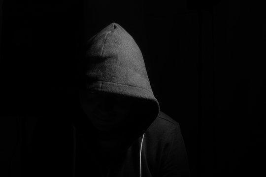 Fotografia Monocroma de un caso misterioso de hackers