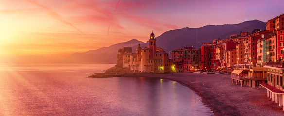 Fototapeten Koralle Camogli city at sunset