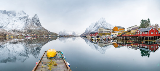 Fotorolgordijn Wit beautiful fishing town of reine at lofoten islands, norway