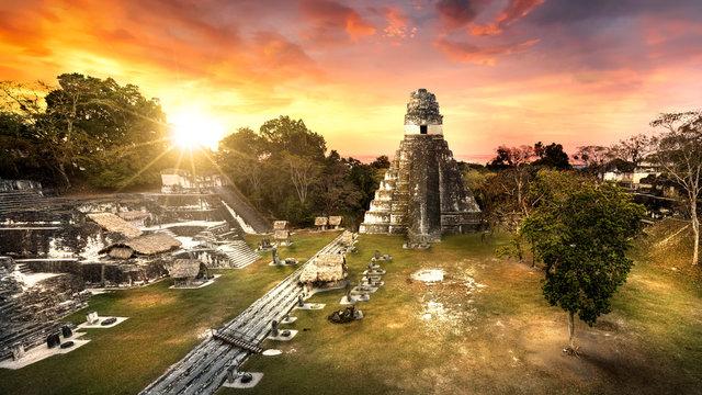 Maya-Tempel Tikal Guatemala im Sonnenuntergang