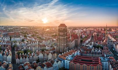 Obraz Widok z lotu ptaka Bazyliki Mariackiej w Gdańsku - fototapety do salonu