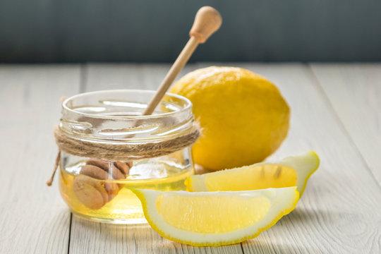lemon and honey on wooden backgrond