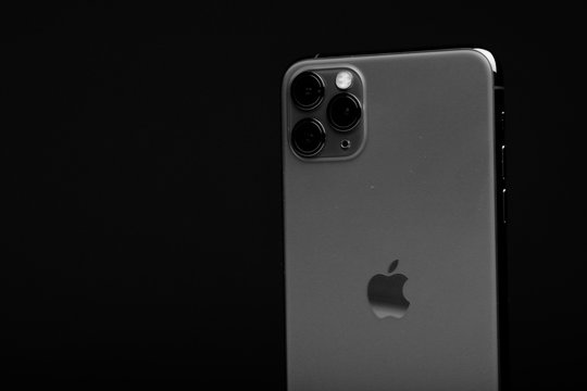 The Iphone 11 Max Pro (midnight green)