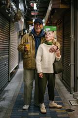 東京のエネルギッシュなシニア夫婦