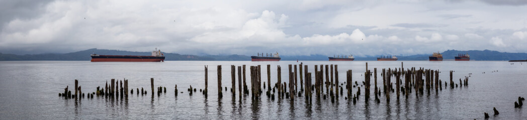 Fototapete - Astoria, Oregon, United States. Beautiful Panoramic View of the Columbia River during a cloudy summer morning.