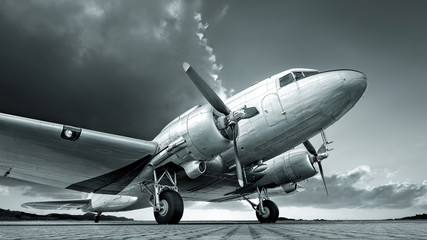 Foto auf Gartenposter Retro historical aircraft against an dramatic sky