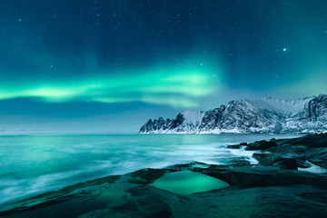 Photo sur Toile Aurore polaire Magical Northern Lights Aurora in starry night on Lofoten Islands in Norway. Amazing winter landscape.