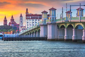 Fototapete - St. Augustine, Florida, USA city skyline and Bridge of Lions