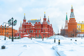 Fototapete - Moscow in winter, Russia. Snowy Manezhnaya Square overlooking Moscow Kremlin, top landmark of city.