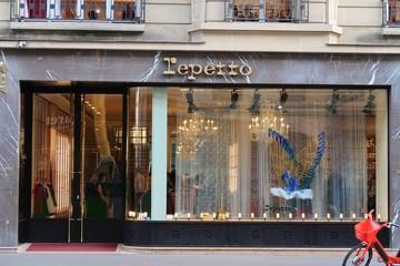 Vitrine de la boutique Repetto de la rue de la Paix à Paris – 26 octobre 2019 (France)