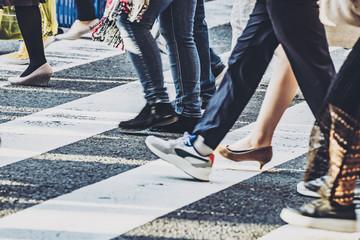 横断歩道を渡る人々 Fototapete