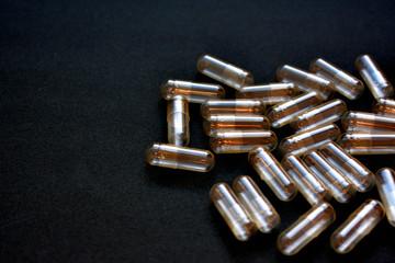 空っぽのカプセル(錠剤) 薬物使用のイメージ