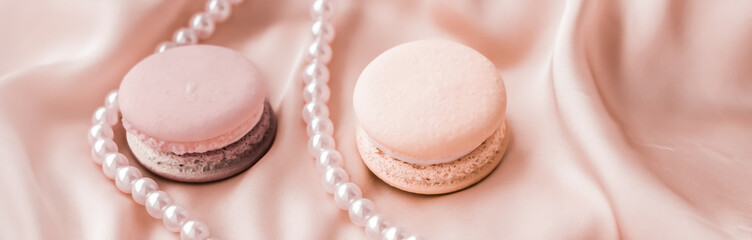 Fond de hotte en verre imprimé Macarons Sweet macaroons and pearls jewellery on silk background, parisian chic jewelry, French dessert food and cake macaron for luxury confectionery brand, holiday gift