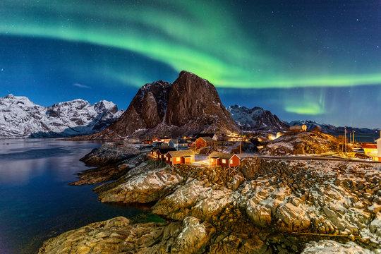 Nordlichter über Hamnøy auf den Lofoten