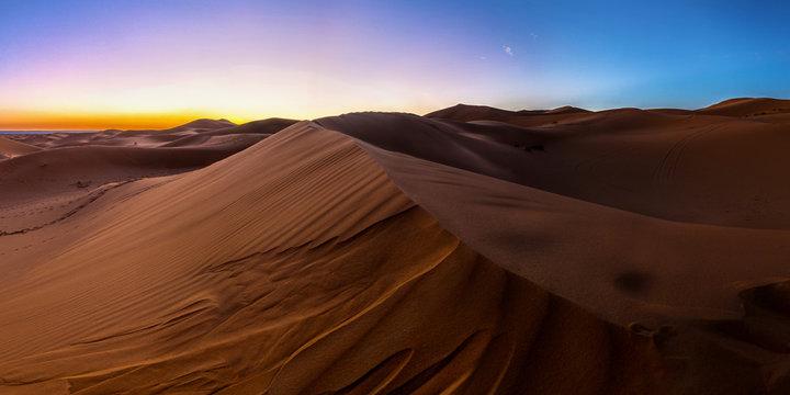 Erstes Sonnenlicht in der Sahara