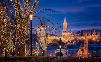 Türaufkleber Paris View on the famous Fishermen's Bastion in Budapest in winter with christmas lights