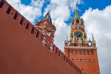 Printed kitchen splashbacks Moscow Moscow. Russia. Bottom view of the Kremlin. Kremlin wall. Spasskaya tower of the Kremlin with chimes and a star. Symbols of the Russian capital. architecture of Moscow. Travel to Russia.