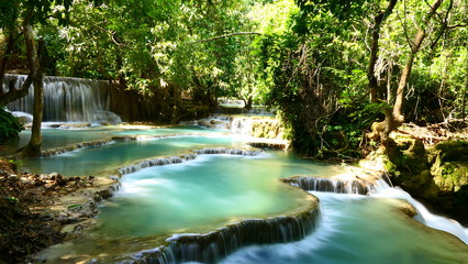 Spoed Fotobehang Bos rivier A view to the most famous point of the Kuang Si Falls in Luang Prabang, Laos