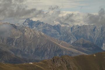 Imposante Gebirgslandschaft /Blick über Il Giovo in Richtung Bernina-Alpen