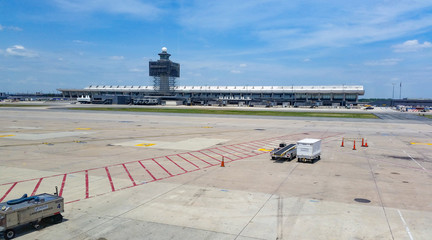 View of the Dulles International Airport terminal from the runway. Washington, USA  Fototapete