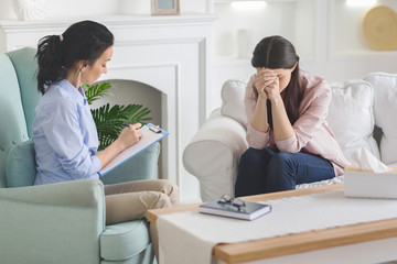 Desperate lady crying at therapist session, sharing her problem