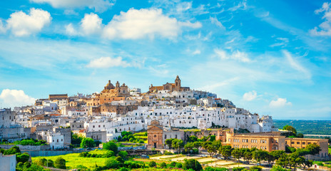 Montage in der Fensternische Altes Gebaude Ostuni white town skyline at sunset, Brindisi, Apulia, Italy.