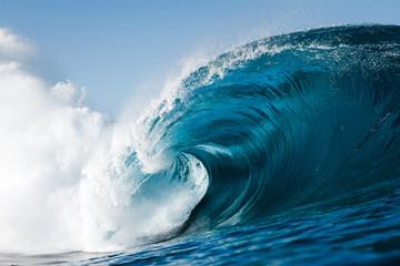 olas durante un día de verano