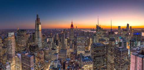 Fototapete - New York City Manhattan midtown buildings skyline evening sunset