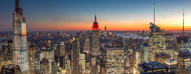 Fototapete - New York City Manhattan midtown buildings skyline evening sunset