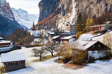 Photo sur Aluminium amazing touristic alpine village in winter with famous church and Staubbach waterfall Lauterbrunnen Switzerland Europe