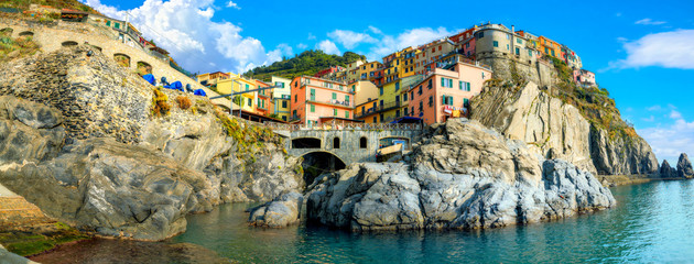 Poster Coast View of Manarola town on rocky coast at famous Cinque Terre National Park. Liguria, Italy
