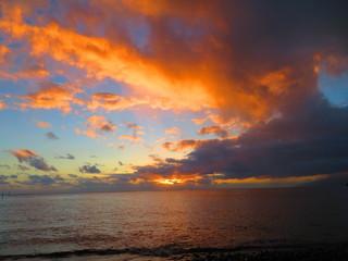Foto op Plexiglas Zee zonsondergang exploring tropical island paradise