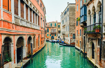Photo sur Aluminium Venise canal street with gondola in Venice
