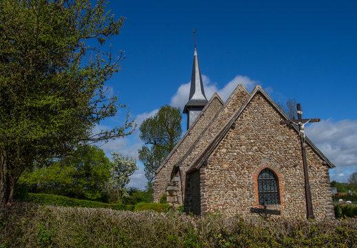 Eglise normande dans la campagne