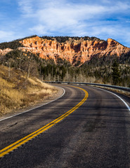 Papiers peints Route 66 Road to Cedar Breaks, winding highway through Souther Utah red rock cliffs and towers