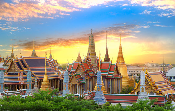 The beautiful of Wat Phra Kaew or Wat Phra Si Rattana Satsadaram,This is an important buddhist temple and for conducting important royal ceremonies of the King,It is a place famous tourist destination