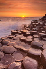 Photo sur Plexiglas Orange eclat The Giant's Causeway in Northern Ireland at sunset